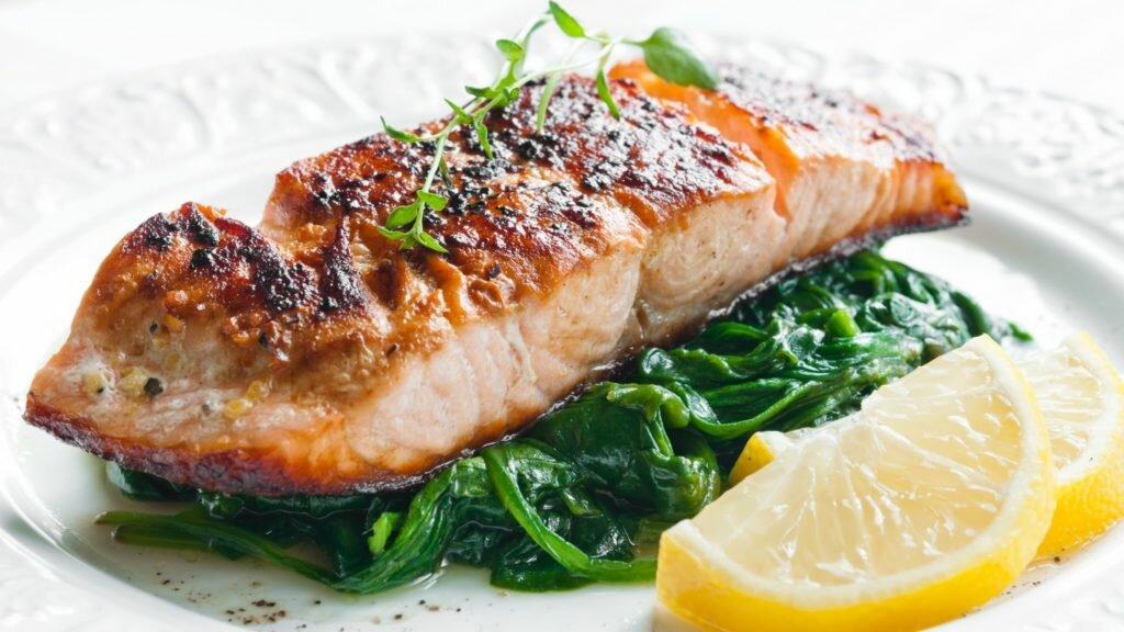 quinoa con salmón y espinacas
